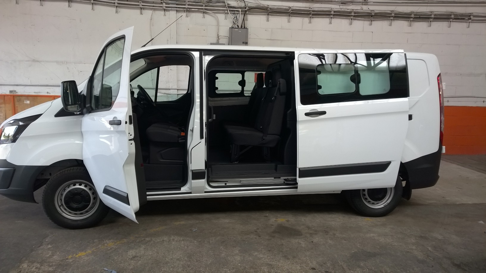 ford transit custom 6 seater crew van for hire in e3 e4 e5 e8 e9 e10 e11 e17 e18 n1 n5 n15 n16 n17. Black Bedroom Furniture Sets. Home Design Ideas